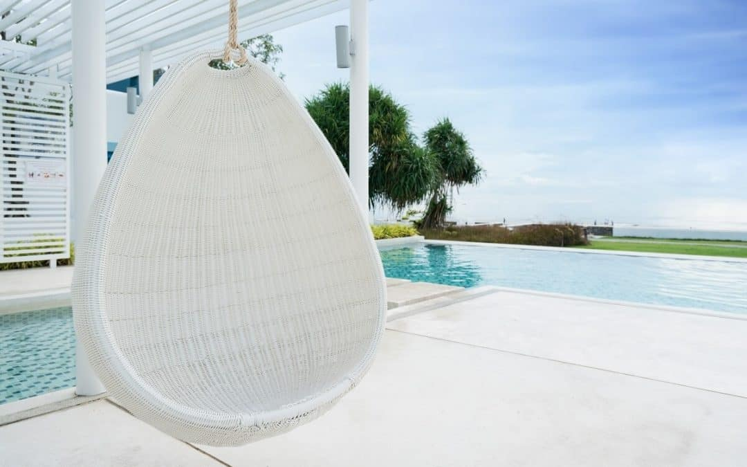 DOES YOUR OUTDOOR SPACE LACK PERSONALITY
